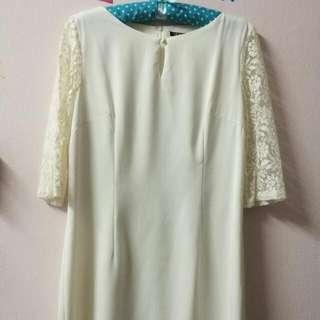Preloved White Lace Size XL