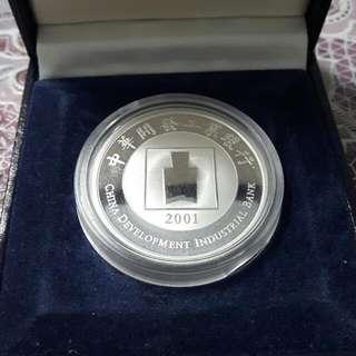 2001年(中華開發)0.5盎司純銀彩色紀念章(小丑魚)
