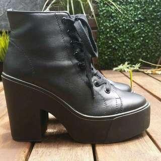 Black Platform Boots - Forever 21