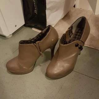 size 8 taupe booties