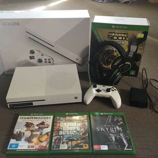 Xbox One S. 3 Games. Gaming Headset