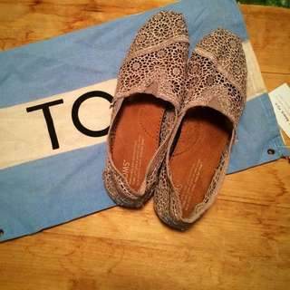 Grey Lace Toms