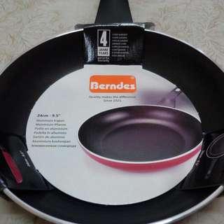 德國Berndes24平底鍋