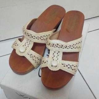 Clogs/Kloom/Sepatu Kayu
