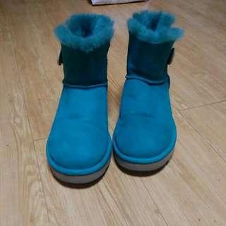 (大降價)一雙好鞋只收300元 前提,要面交(亞東醫院站) 沒辦法面交要寄件就實收運費 UGG綠色雪靴