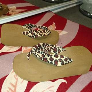 Size 6 Womens Leopard Comfortable Thongs