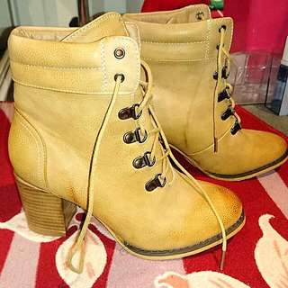 Womens Size 6 Caramel Beige Ankle Heel Lace-Up Booties