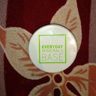 Everyday Minerals, Semi Matte Base, Golden Light 2W