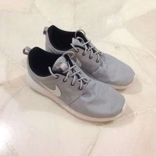 Authentic Nike Roshe Shoes