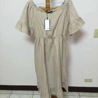 排釦荷葉袖麂皮一字領洋裝