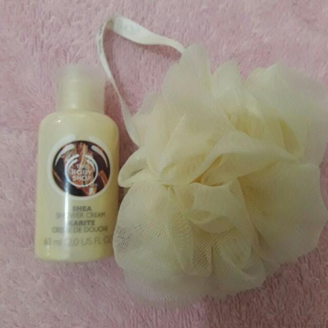 💋REPRICED! Body Shop Shea Shower Cream + body scrubber