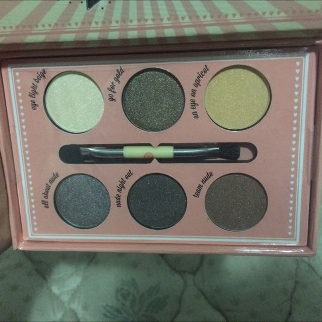 Essence Eyeshadow Pallette