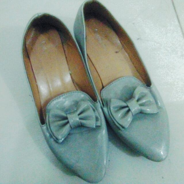 Gray ribbon shoes