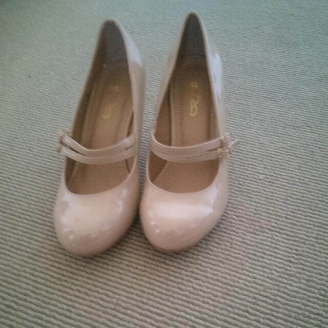 Nude Heels Size 7