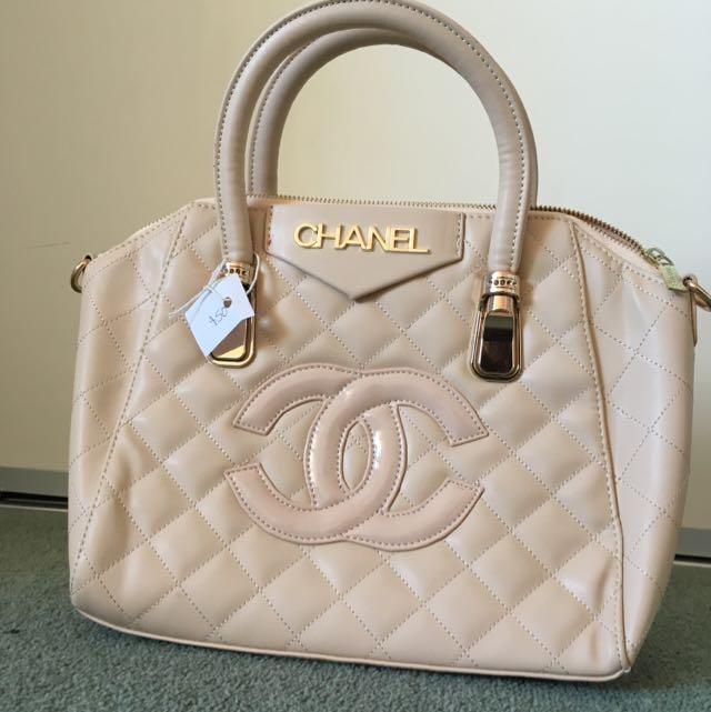 *replica* Chanel Bag