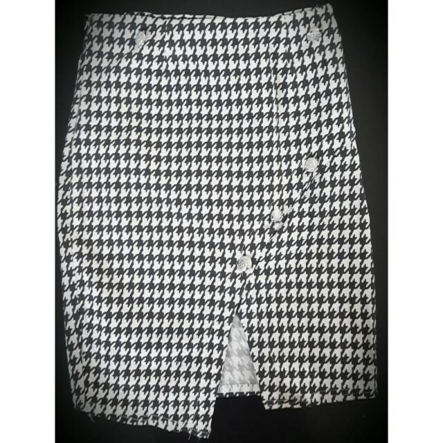 Strech Skirt size S To M.