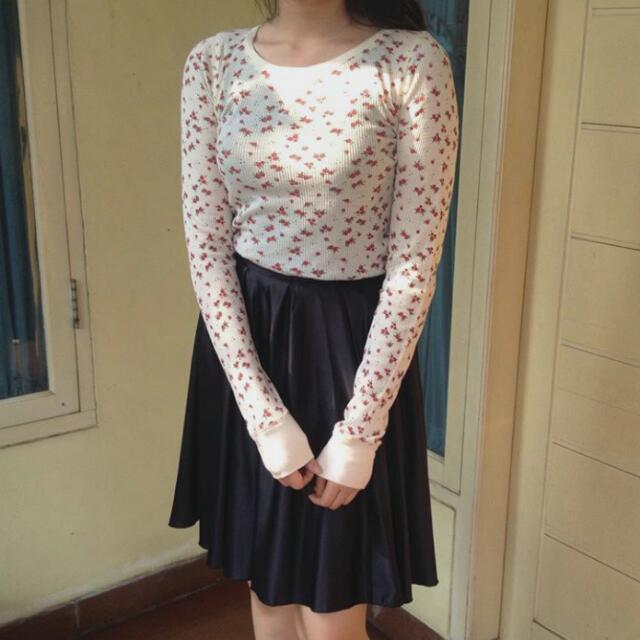 Sweater floral bunga dan rok hitam (skirt)