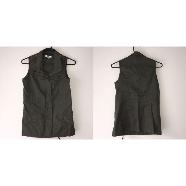 Temt Vest Size 8