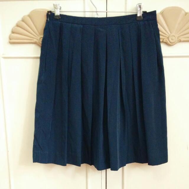 Uniqlo Navy Blue Pleated Skirt, Size 27