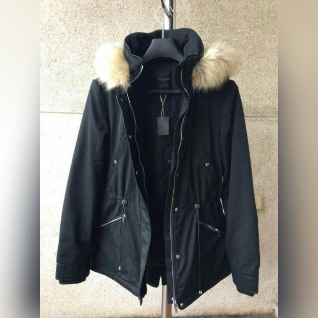 ZARA Zipped and Hooded Parka Worn Less Than 5x Survived -7 temp in Great Wall Look chic and classy without compromising comfort. 😄 Bnew Price is Php 5,595