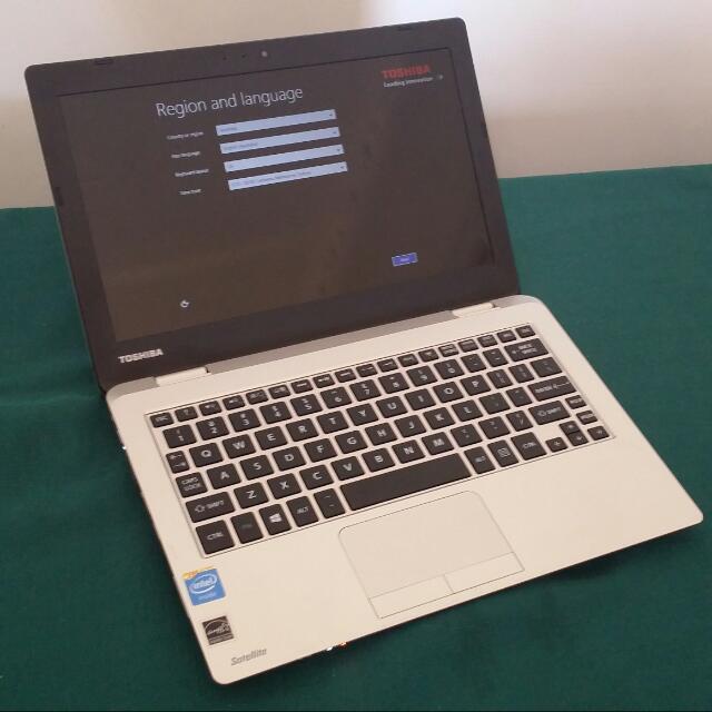 """11.6"""" Toshiba Satellite L10-B netbook"""