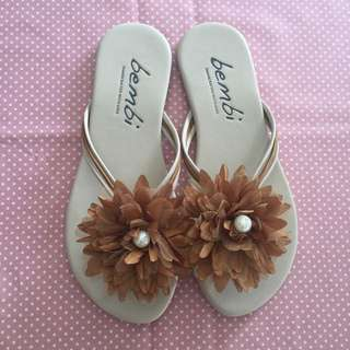 (NEW) Brown Chrysant Sandal