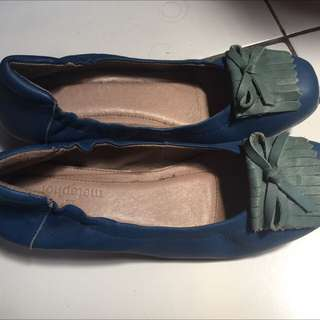 Sepatu Wedges Metaphor