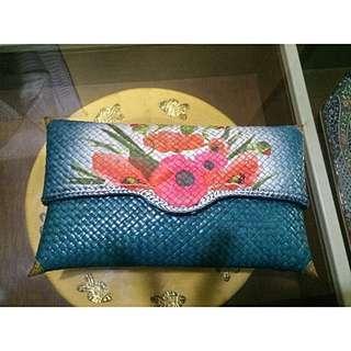 Clutch Anyaman Decoupage vintage Warna biru