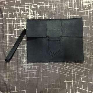 Tas Clutch Arrow Black Leather
