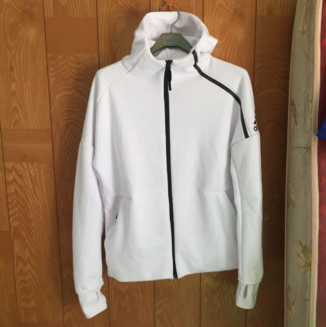 白色運動外套