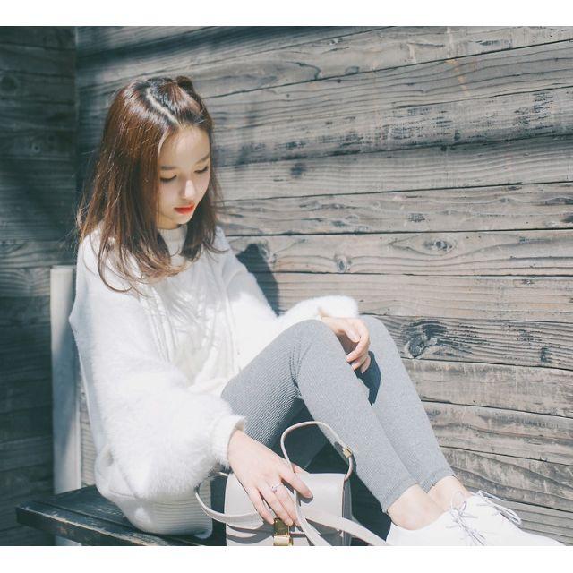 甜美毛絨絨拼接最顯瘦白色款針織紋路毛衣
