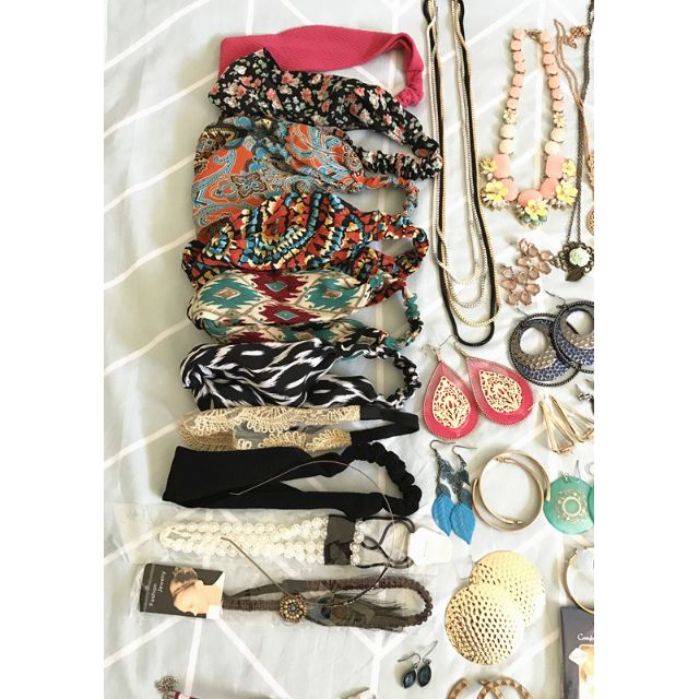Brand New Bulk Sale 3kg Worth of Jewelleries Get it Before Christmas Great Value
