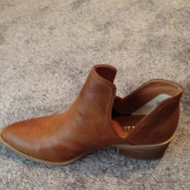 Lipstik Open Boot Shoes Size 40