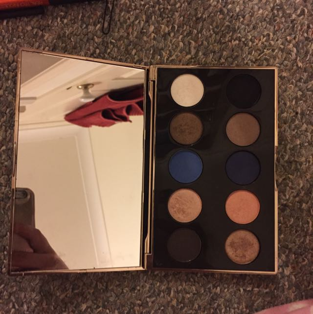 *pending* Nude By Nature Eyeshadow Pallet