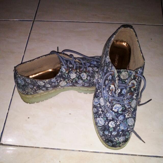 Sepatu Docmart Bunga