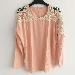 肩膀蕾絲鏤空橘粉色上衣
