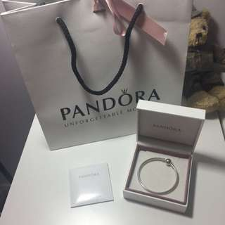 Brand New Size 17cm Pandora Bangle