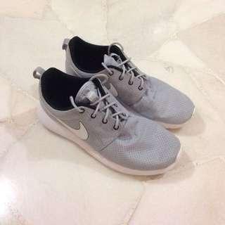 Authentic Nike Roshe Shoe