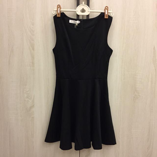 黑色無袖挺版收腰洋裝