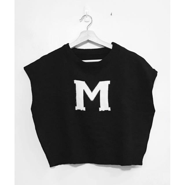 (全新)黑色寬鬆M字短版毛衣