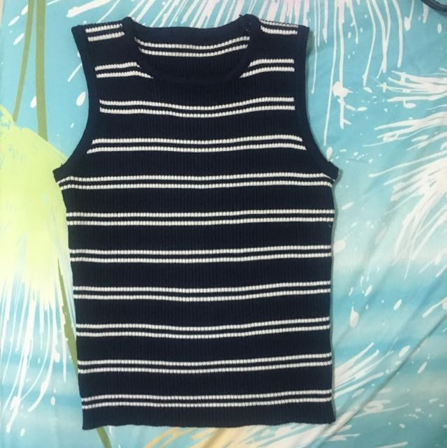 Ribbed Sleeveless Top In Very Good Condition. Size Xs. Semi Cropped
