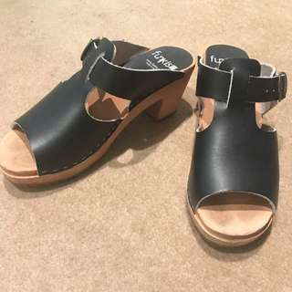 Black Summer Clogs
