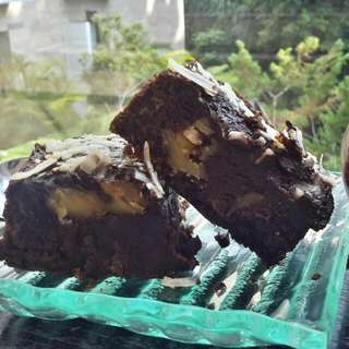 Black Melted Brownies Triple Melted Cheese