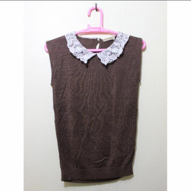 Brown Sleeveless Top With Lace Collar