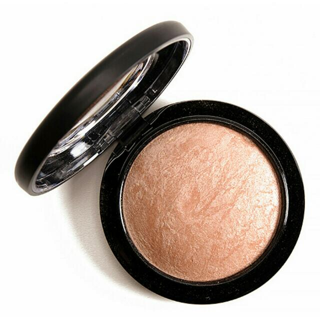 "MAC's Highlighter In ""Soft & Gentle"""