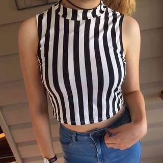 ✨PENDING✨Black And White Striped Crop Top