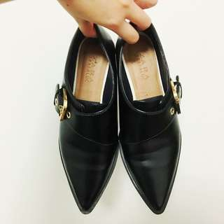 Zara Leather Pointed Toe Dress Shoes With Gold Buckle