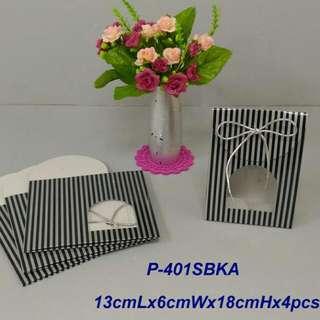 350lbs Cardboard paper 銀黑線條禮物袋x4pcs