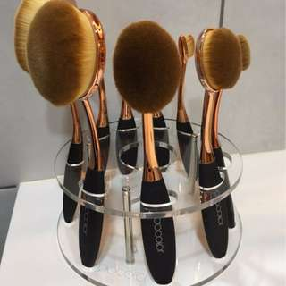 Oval Shaped Makeup Brushes