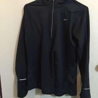 Nike 保暖運動衣。   降價✨✨✨